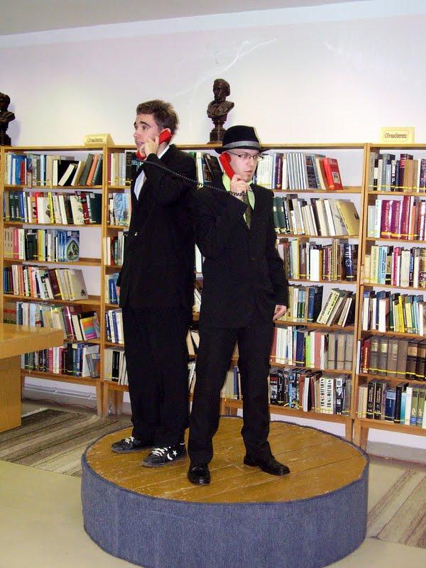 Színjátszók a könyvtárban